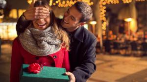 クリスマスに会う恋愛心理が男女で違うって本当!?付き合う前や脈ありには会う日が関係か?!